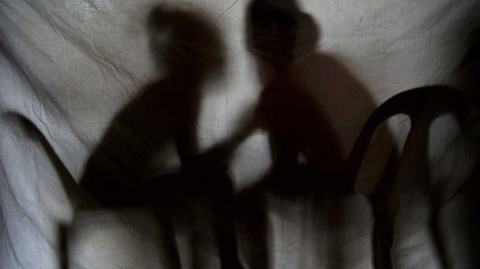 Suami Sedang Kerja, Seorang Wanita Kepergok Warga Asyik Berduaan dengan Pria Beristri di Kamar